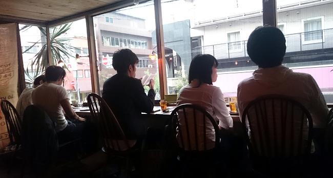 Patrons at Cafe Keshipearl