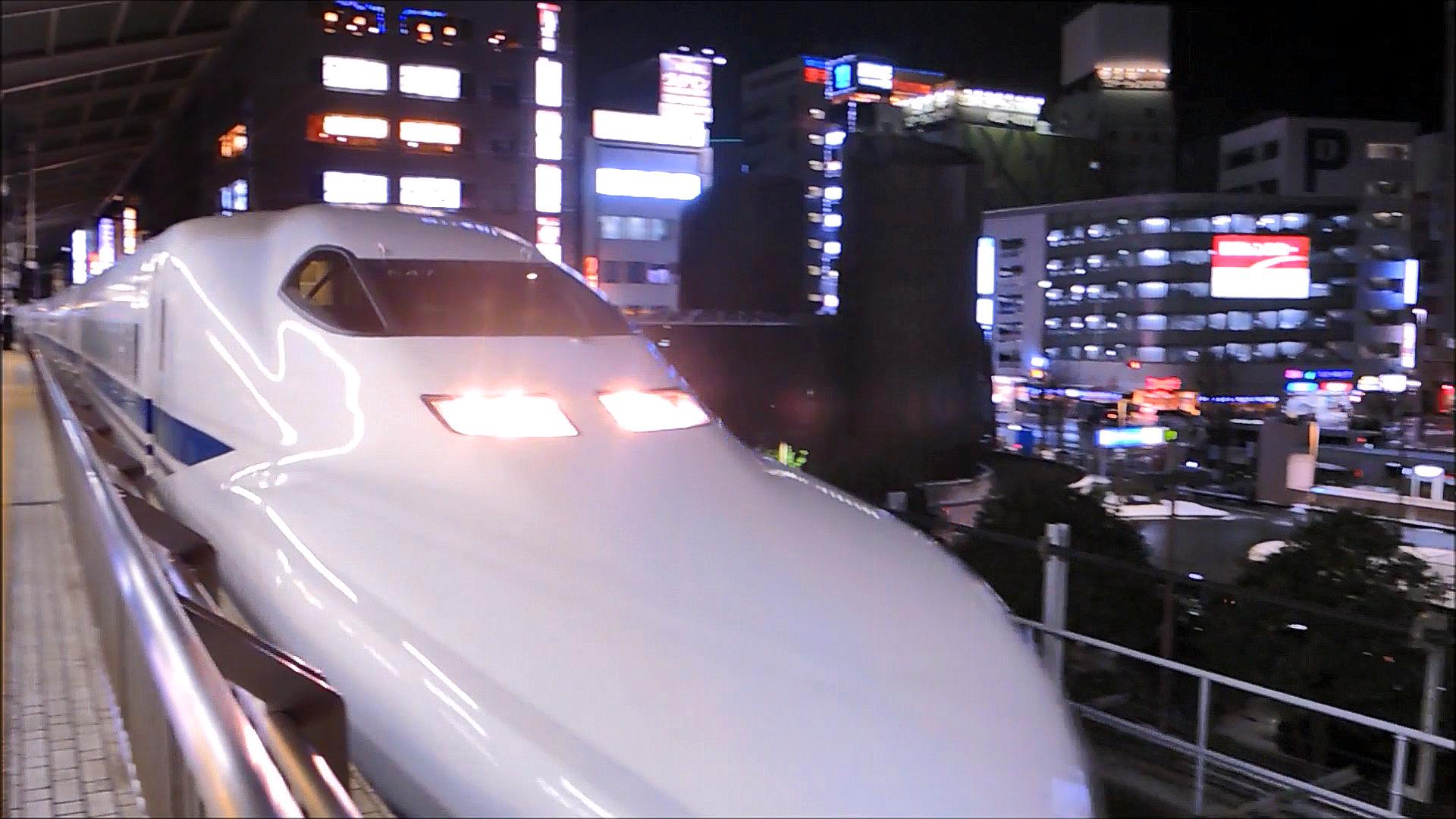 Tōkaidō Shinkansen Travelling Through Nagoya Station