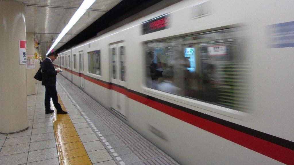 Tokyo subway platform The Real Japan