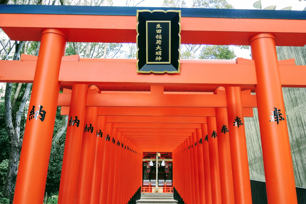Ikuta Shrine torii Kobe The Real Japan Rob Dyer